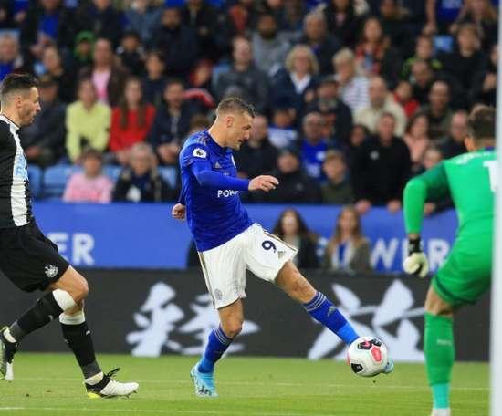 Leicester goleia e assume a terceira posição na Premier. AFP