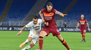 Edin Dzeko (R) scored twice as Roma beat Benevento 5-2. AFP