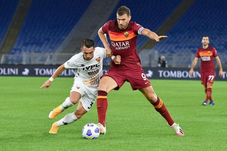 Dzeko abrió su cuenta este curso con un doblete al Benevento. AFP