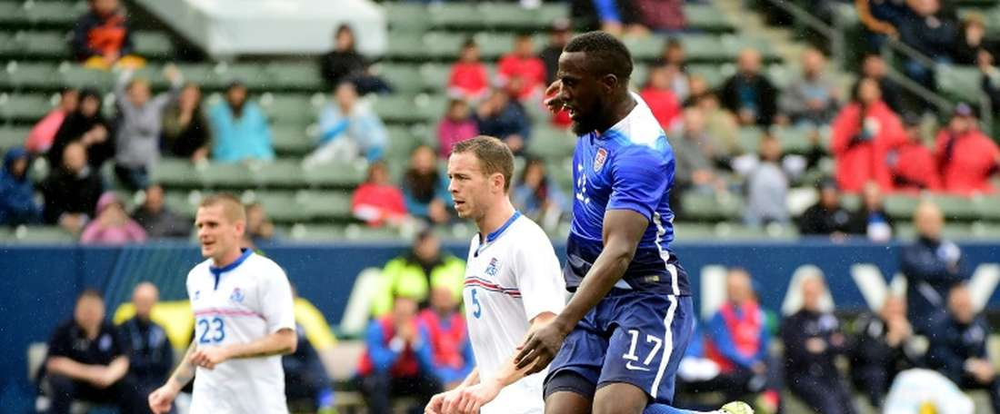 Jozy Altidore of the US scores a goal to tie the game 1-1 as Ogmundur Kristinsson of Iceland looks back during the first half at StubHub Center on January 31, 2016 in Carson, California