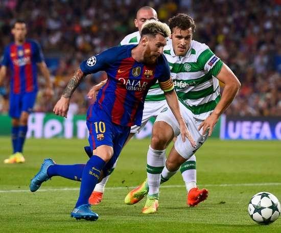 Sviatchenko (d) sale cedido esta temporada del Celtic. AFP