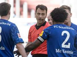 'Justice for George': Schalke's US footballer in armband protest. AFP