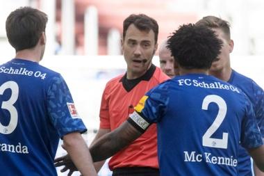 'Justice for George': Schalke's US footballer in armband protest. AFP