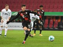 El Bayern gana de penalti y se salva de penalti. AFP