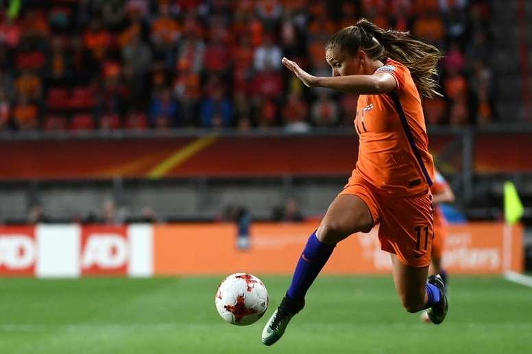 Holanda se mide a Suiza por un puesto en el Mundial. AFP