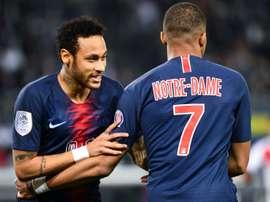 Vender Neymar para subir o salário de Mbappé. AFP