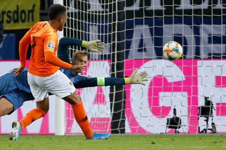 Malen saves point for PSV in clash against Ajax