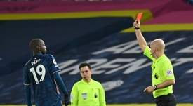 Mikel Arteta tacle Nicolas Pepe. afp