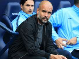 Guardiola pasa revista. AFP/Archivo