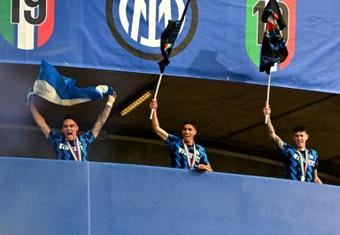 O Barça estuda a troca Alba-Bastoni com o Inter. AFP