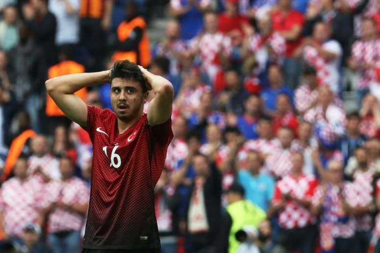 Tufan no jugará en el Benfica. AFP