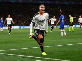 Valence FC a voyagé à Barcelone pour finaliser le transfert de Rodrigo. AFP