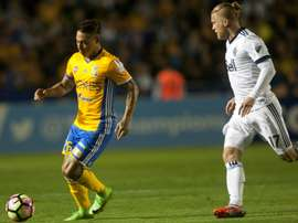 Eduardo Vargas (L) of Mexicos Tigres fights for the ball with Marcel De Jong of Canadas Whitecaps