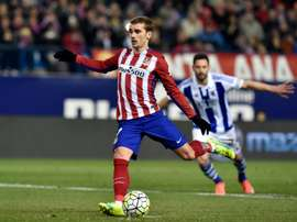 Atletico Madrids forward Antoine Griezmann kicks a penalty during a Spanish league football match against Real Sociedad at the Vicente Calderon stadium in Madrid on March 1, 2016