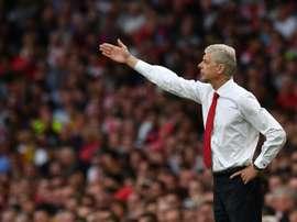 El histórico entrenador del Arsenal ha hecho debutar ya a unos 80 futbolistas. AFP