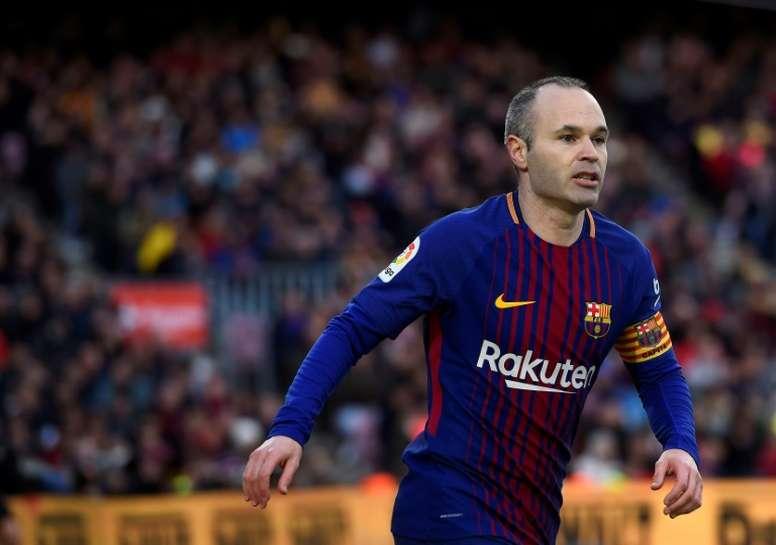 af6a27b0e0 La camiseta del último  Clásico  de Iniesta se la quedó... ¡Sergio ...