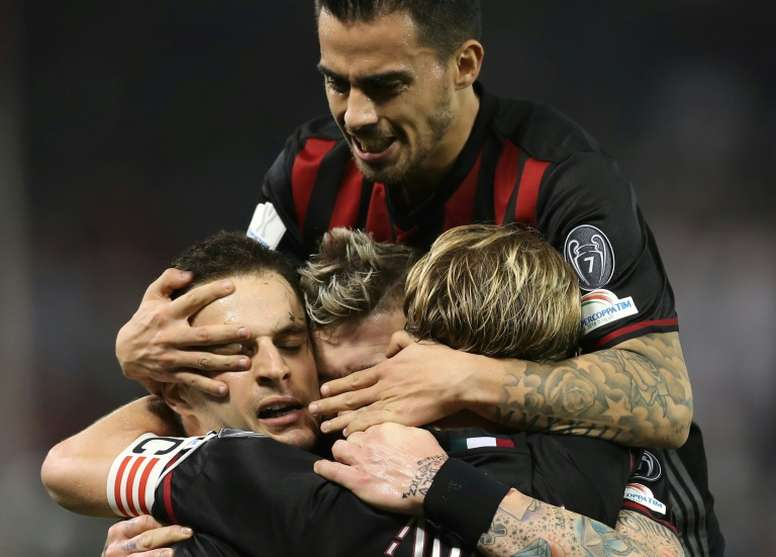 AC Milans Giacomo Bonaventura celebrates scoring a goal with teammates against Juventus during the Italian Super Cup final match in Doha on December 23, 2016
