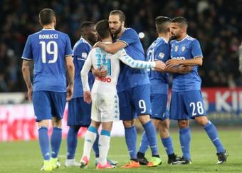 Mertens podría volver a jugar junto a Higuaín. AFP