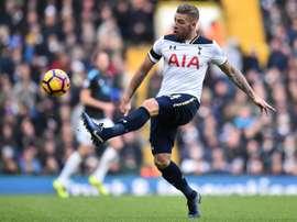 Defensor dos 'spurs' na lista de Guardiola para a próxima época. AFP
