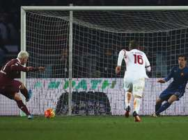 Torinos forward Maxi Lopez (L) kicks and scores a penalty against Romas goalkeeper Wojciech Szczesny during an Italian Serie A football match on December 5, 2015 at the Olympic Stadium in Turin