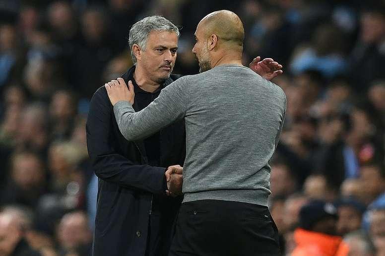 Mourinho felicitó a Guardiola por su renovación. AFP