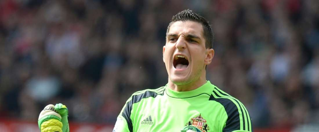Mannone is expected to become Reading's first-choice goalkeeper. AFP