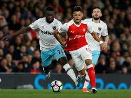 Oxlade-Chamberlain trocará de equipes na Premier League. AFP