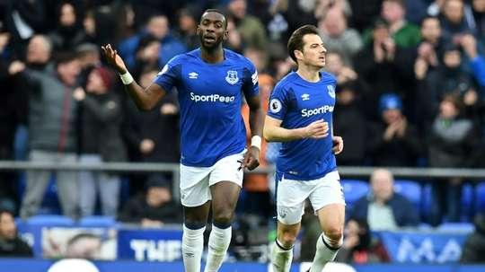 La cesión del congoleño le costará al Aston Villa tres 'kilos'. AFP