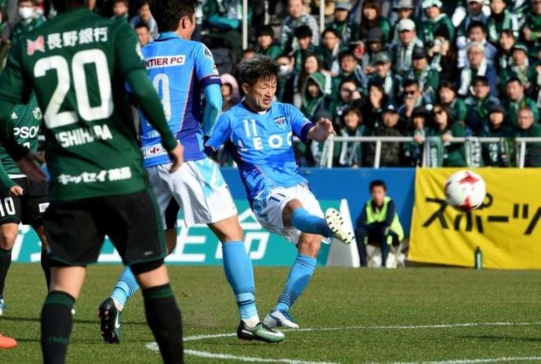 El delantero es una leyenda en el fútbol de su país. AFP