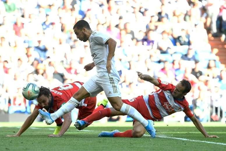 El Bernabéu dejó tres 'tocados' en el Granada. AFP