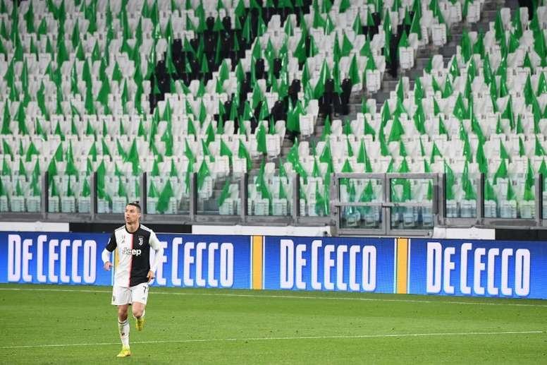 Cristiano sorprendió entrenando al aire libre, aunque está permitido. AFP