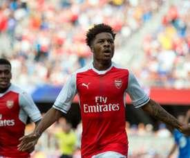 Akpom tendrá que seguir buscando minutos fuera del Arsenal. AFP