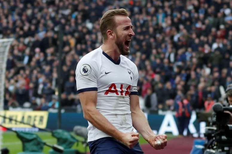 Kane 'will be off' if Spurs don't win trophies, warns Shearer. AFP