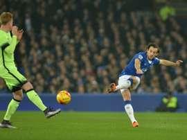 El Everton no quiere dejar de contar con Baines.