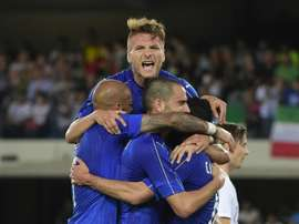 Italys midfieldrer Antonio Candreva (R) celebrates with teammates Ciro Immobile (top) and Leonardo Bonucci (C) after scoring a penalty kick during a friendly football match against Finland on June 6, 2016 in Verona, Italy