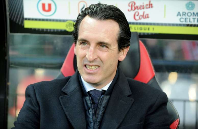 Paris Saint-Germains Spanish headcoach Unai Emery looks on during the French Ligue 1 football match Guingamp against PSG (Paris Saint Germain) December 17, 2016