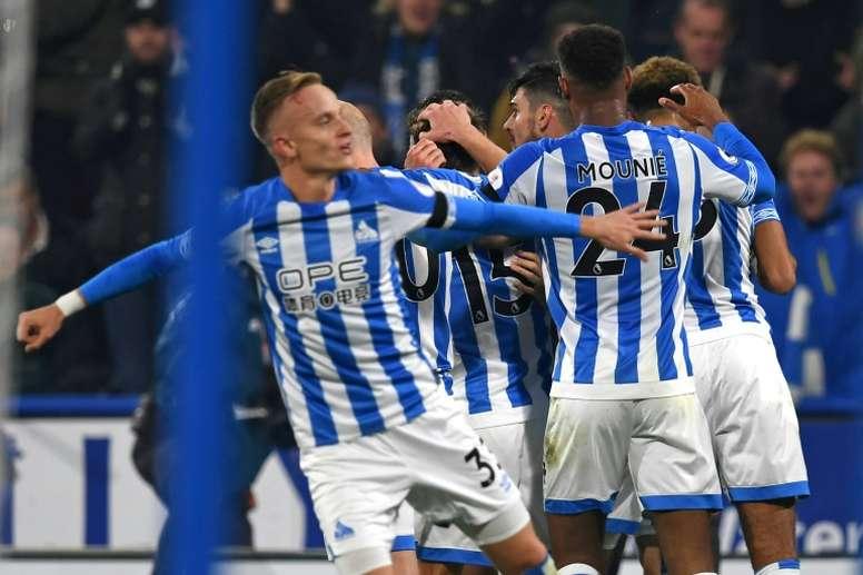 El Huddersfield se llevó el duelo por salir de la zona baja de la tabla. AFP