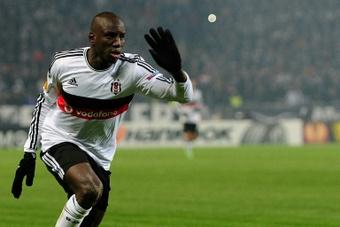 Demba Ba anunció su retirada del fútbol. AFP