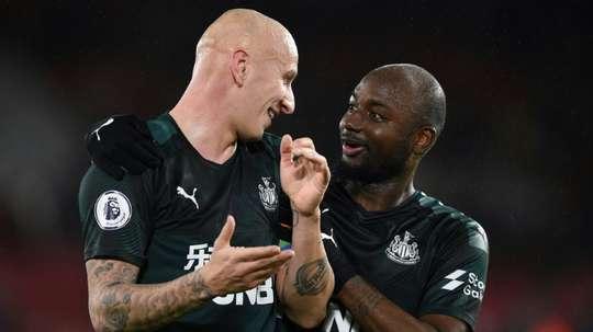 Ritchie et Shelvey, tout proche de prolonger avec Newcastle. AFP