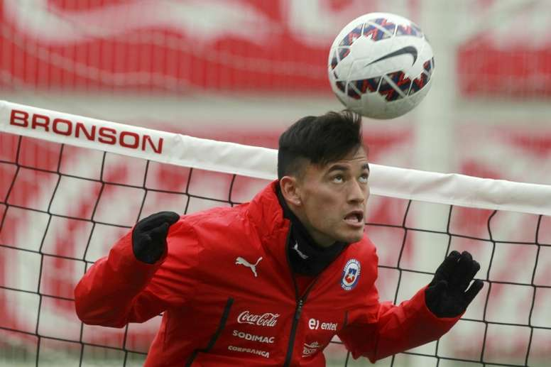 Charles Aranguiz, pictured on July 1, 2015, is on the verge of signing for Bayer Leverkusen
