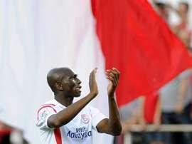 Stéphane M'bia pasó a la historia del Sevilla con su gol en Mestalla. AFP