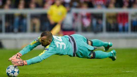 Portuguese goalkeeper Eduardo, pictured in action in 2015, will join Chelsea