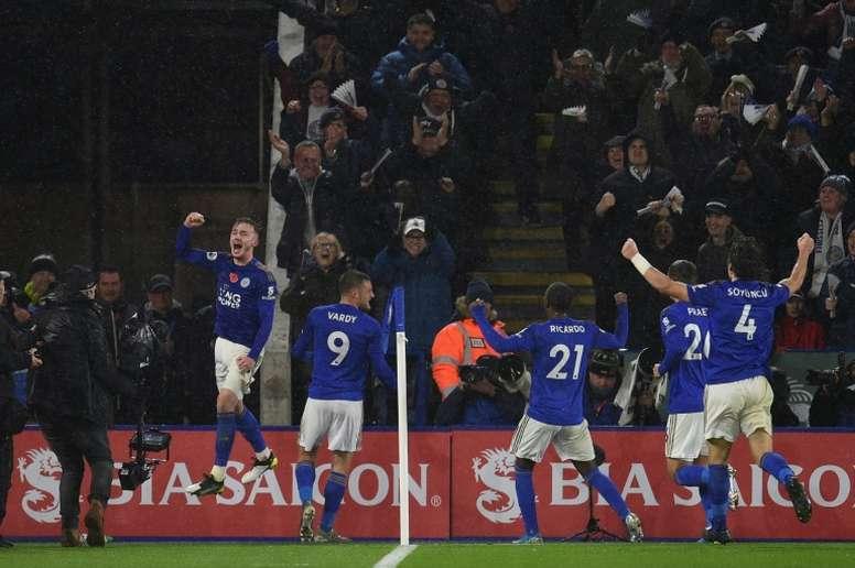 A zaga impecável do Leicester chama atenção de Pep Guardiola. AFP