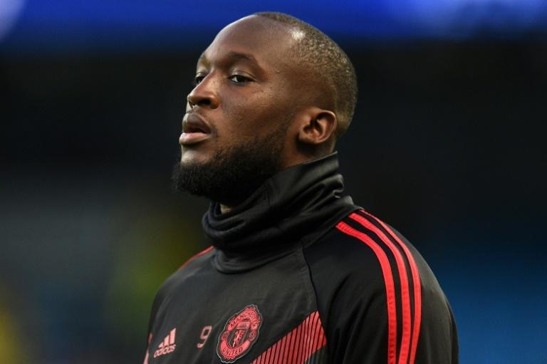 Manchester United presenta a joven jugador con la