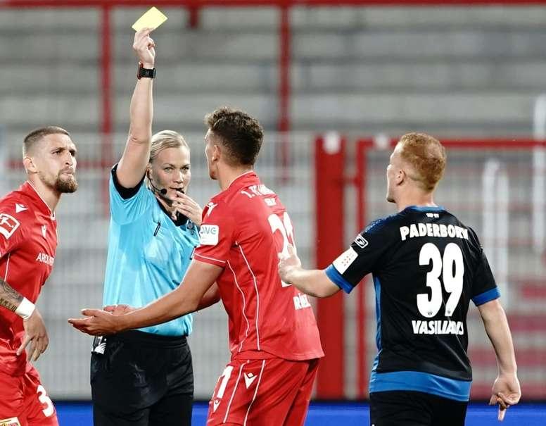 En Irán vetaron el Bayern-Borussia al ser dirigido por una mujer. AFP