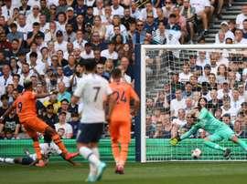 Com gol brasileiro, o Newcastle surpreende os spurs. AFP