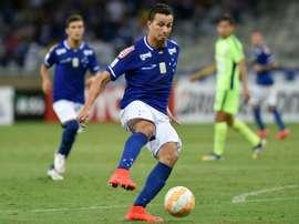 Cruzeiro superó a Palmeiras y hace peligrar su liderato. AFP
