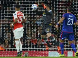 Arsenals goalkeeper David Ospina (C) drops the ball over the line from a corner taken by Olympiakoss midfielder Kostas Fortounis during a UEFA Champions League Group F football match at The Emirates Stadium in north London on September 29, 2015