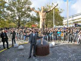 A estátua de Ibrahimovic tem algumas falhas. AFP