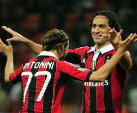 Nesta (d) entrenará al Perugia. AFP